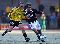 Uidentifisert Vikiongspiller mot Kristian Østlie, Moss. Moss - Viking 1-3 Meløs Stadion i Moss.
