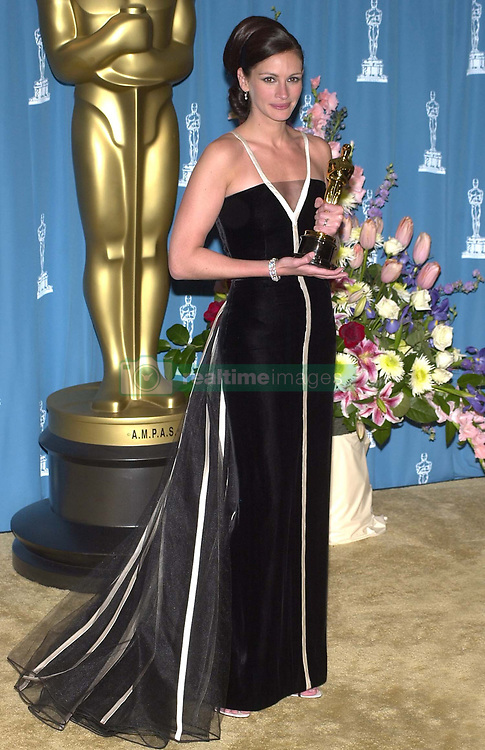 Julia Roberts at the 73rd Annual Academy Awards in Los Angeles.   <br />©Paul Smith/allaction.co.uk