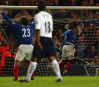 Fotball<br /> Premier League England 2004/2005<br /> 18.10.2004<br /> Foto: SBI/Digitalsport<br /> NORWAY ONLY<br /> <br /> Portsmouth v Tottenham Hotspur<br /> <br /> Portsmouth's Yakubu Ayegbeni scores