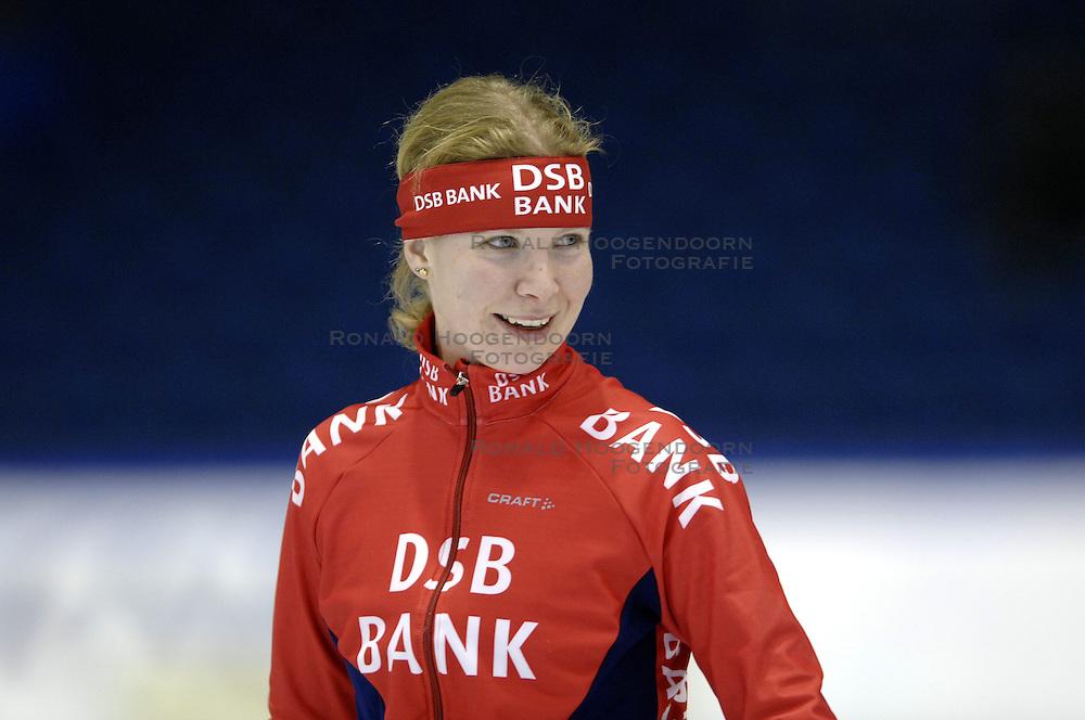 09-12-2006 MARATHONSCHAATSEN: 10E ESSENT CUP DAMES: HEERENVEEN <br /> Elma de Vries DSB<br /> ©2006-WWW.FOTOHOOGENDOORN.NL