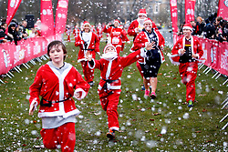 © Licensed to London News Pictures. 03/12/2017. Over 2,000 people dressed as Santa Claus make their way around 5k or 10k courses in Clapham Common in London to help raise funds for Great Ormond Street Hospital on Sunday, 3 December 2017. London, UK. Photo credit: Tolga Akmen/LNP