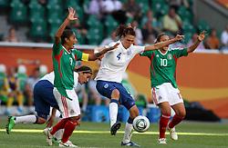 27-06-2011 VOETBAL: FIFA WOMENS WORLDCUP 2011 MEXICO - ENGLAND: WOLFSBURG<br /> Jill Scott (England) gegen Maribel Dominguez und Dinora Garza (beide Mexico)<br /> ***NETHERLANDS ONLY***<br /> ©2011-FRH- NPH/Hessland