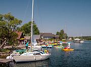 Jachty na jeziorze Galwe w Trokach.