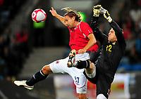 Fotball Landskamp Norge vs Makedonia<br /> VM Kvalifisering 09.09.2009 Ullevaal Stadion Oslo<br /> <br /> Norway vs FYR Macedonia  <br /> <br /> Resultat <br /> <br /> Foto: Robert Christensen Digitalsport<br /> <br /> Norge Thorstein Helstad<br /> <br /> Makedonia keeper Tome Pacovski