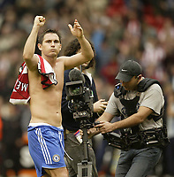 Photo: Aidan Ellis.<br /> Sheffield United v Chelsea. The Barclays Premiership. 28/10/2006.<br /> Chelsea's Frank Lampard celebrates victory at the end