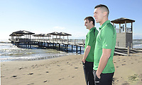 Fotball<br /> Foto: imago/Digitalsport<br /> NORWAY ONLY<br /> <br /> 07.01.2013 <br /> SpVgg Greuther Fürth - Trainingslager SpVgg Greuther Fürth Belek Türkei - / - Nikola Djurdjic (40, SpVgg Greuther Fürth , vorne) und Milorad Pekovic (13, SpVgg Greuther Fürth , hinten) blicken aufs Mee