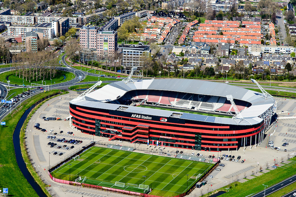 Nederland, Noord-Holland, gemeente Alkmaar, 20-04-2015; AFAS Stadion van AZ met een grasmat die bestaat uit en mengsel van normaal gras en kunstgras. Voorheen DSB Stadion, met naast het stadion het oefenveld.<br /> AZ '67 football stadium with turf made of artificial grass mixed with normal grass.<br /> luchtfoto (toeslag op standard tarieven);<br /> aerial photo (additional fee required);<br /> copyright foto/photo Siebe Swart