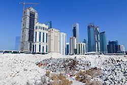 22.01.2015, Doha, QAT, FIFA WM, Katar 2022, Vorberichte, im Bild einige Hochhäuser von Doha hinter einer Baustelle // Preview of the FIFA World Cup 2022 in Doha, Qatar on 2015/01/22. EXPA Pictures © 2015, PhotoCredit: EXPA/ Sebastian Pucher