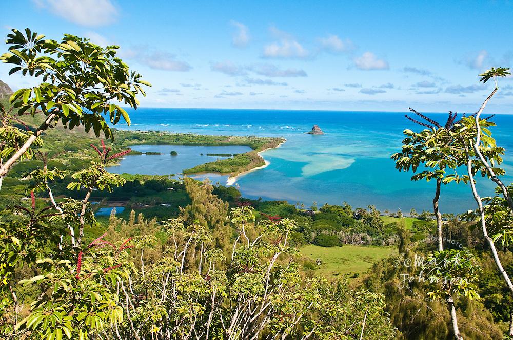 Moli'i fishpond (left), Mokolii Island (Chinaman's Hat), Kualoa, Kaneohe Bay, Oahu, Hawaii, USA