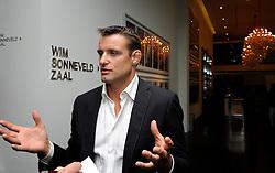 28-10-2011 PORTRET: LONDON CALLING: AMSTERDAM<br /> In het Amsterdamse DeLaMar theater werd de London calling sessie met oud Olympiers  gehouden / Mark Huizinga<br /> ©2011-FotoHoogendoorn.nl