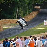 Nissan Juke Nismo RS, driving on 2 wheels all the way up the hill, Goodwood Festival of Speed 2015