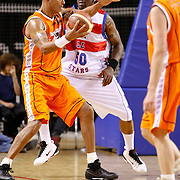 NLD/Almere/20091112 - USA Legends - Dutch legends met oa Dennis Rodman, Dennis Rodman in duel met Mike Nahar
