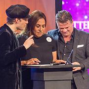 NLD/Aalsmeer/20151120 - 1e show Mindmasters Live 2015, mentalist en Patty Brard en Wolter Kroes