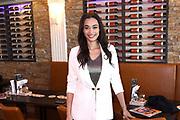 Presentatie  mei/juni nummer 100%NL Magazine bij Restaurant Lotje Wine & Dine in Volendam.<br /> <br /> Op de foto: <br /> <br />   Romy Monteiro