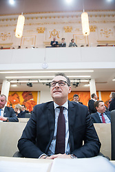 20.12.2017, Hofburg, Wien, AUT, Parlament, Nationalratssitzung, Sitzung des Nationalrates beginnend mit Wahl der neuen Präsidiumsmitglieder und Erklärung der neu angelobten Türkis-Blauen Regierung, im Bild Vizekanzler Heinz-Christian Strache (FPÖ) // Austrian Vice Chancellor Heinz-Christian Strache during meeting of the National Council of austria at Hofburg palace in Vienna, Austria on 2017/12/20, EXPA Pictures © 2017, PhotoCredit: EXPA/ Michael Gruber