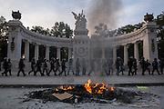 """Protestas por la desaparición forzada de 43 estudiantes de la Escuela Normal Rural """"Raúl Isidro Burgos"""" ocurrida el 26 de septiembre de 2014. <br /> Hemiciclo a Juárez, 26 de mayo de 2015. (Foto: Prometeo Lucero)"""