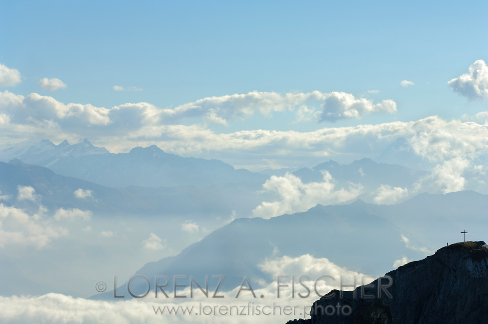 Aussicht vom Pilatus bei Nebel- und Wolkenstimmung an einem schönen Herbsttag. Blick über das Matthorn in die Alpen.<br /> <br /> Panorama from the Mount Pilatus with fog and clouds on a sunny autumn day.