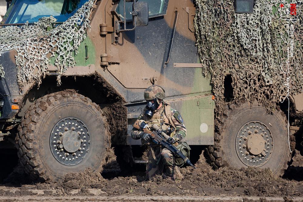 Présentation des capacités de l'armée de Terre 2020 sur le thème « Une armée de Terre intégratrice pour un engagement de haute intensité » organisée le 8 octobre 2020 à Satory. Elle vise à montrer les capacités interarmes de l'armée de Terre adaptables à tous les milieux et à toutes les situations. La démonstration dynamique organisée par la 27e brigade d'infanterie de montagne s'articule en trois tableaux : vaincre avec SCORPION dans un conflit de haute intensité, devancer le fait accompli et préparation opérationnelle et posture de protection terrestre.<br /> <br /> Octobre 2020 / Versailles (78) / FRANCE