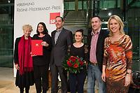 """02 DEC 2013, BERLIN/GERMANY:<br /> Gesine Schwan (L), SPD, Praesidentin der Humboldt-Viadrina School of Governance, und Manuela Schwesig (R), SPD, Stellv. Parteivorsitzende und Ministerin fuer Arbeit, Gleichstellung und Soziales in Mecklenburg-Vorpommern, mit Mitgliedern des Vereins MIKO aus Brandenburg, der das Patenprojekt """"DU&ICH"""" betreibt, Preisträgern des Regine-Hildebrandt-Preises 2013, Willy-Brandt-Haus<br /> IMAGE: 20131202-01-073<br /> KEYWORDS:  Verleihung"""
