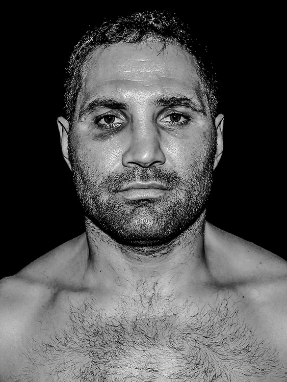BOXEN: Studio, Portrait of a Boxer, Hamburg, 22.11.2018<br /> Khoren Gevor<br /> © Torsten Helmke