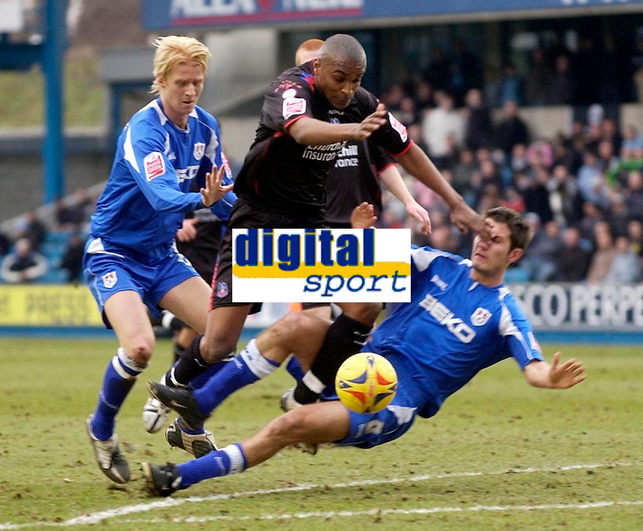 Photo: Daniel Hambury.<br />Millwall FC v Crystal Palace. Coca Cola Championship. 18/02/2006.<br />Millwall's Zak Whitbread and Mark Phillips combine to stop Palace's Clinton Morrison.