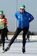 DE HOLLANDSE100 by LYMPH & CO op FlevOnice te Biddinghuizen. Een duatlon bestaande uit twee onderdelen: schaatsen en fietsen. Het evenement wordt georganiseerd om geld op te halen voor Lymph&Co dat zich inzet tegen lymfklierkanker.<br /> <br /> Op de foto:  Prins Maurits