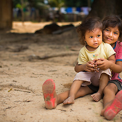 Sisters Elisabeth and Reina Vania Semo Noza, ages 6 and 2, respectively, spend quality time on the beach in la Communidad Santa Rosa del Apere.