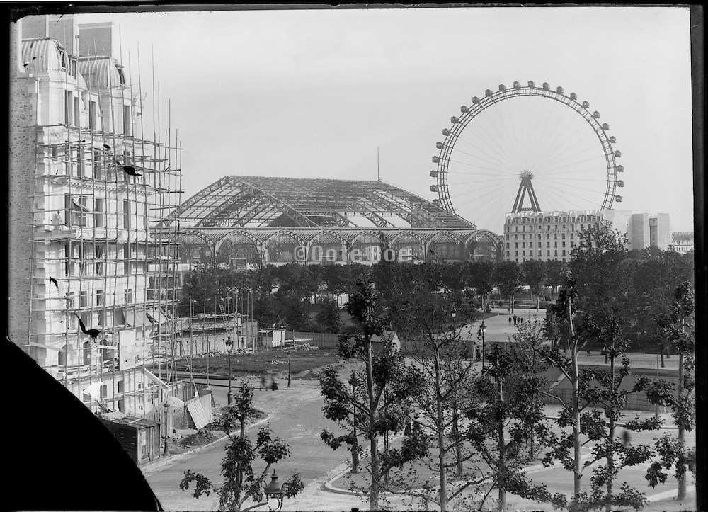 Exposition Universelle de Paris 1889,  at the Jardins Trocadero under construction
