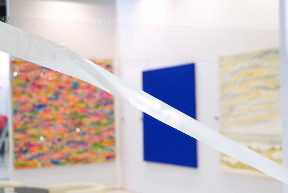 VAE,Vereinigte Arabische Emirate, Dubai. Szene von der ersten internationalen Kunstmesse in einme arabischen Land - Gulf Art Fair DIFC   |  UAE,United Arab Emirates, First international Art Fair Dubai the Gulf Art Fair 2007 |