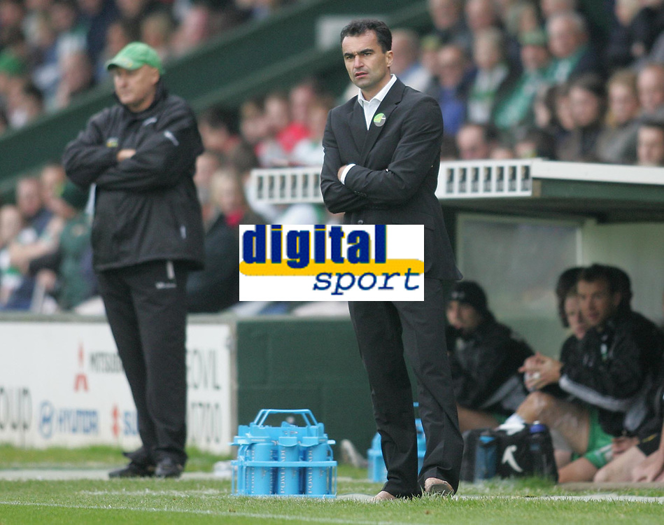 Photo: Lee Earle.<br />Yeovil Town v Swansea City. Coca Cola League 1. 27/10/2007. Swansea manager Roberto Martinez.