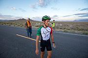 De vijfde racedag. In Battle Mountain (Nevada) wordt ieder jaar de World Human Powered Speed Challenge gehouden. Tijdens deze wedstrijd wordt geprobeerd zo hard mogelijk te fietsen op pure menskracht. De deelnemers bestaan zowel uit teams van universiteiten als uit hobbyisten. Met de gestroomlijnde fietsen willen ze laten zien wat mogelijk is met menskracht.<br /> <br /> In Battle Mountain (Nevada) each year the World Human Powered Speed Challenge is held. During this race they try to ride on pure manpower as hard as possible.The participants consist of both teams from universities and from hobbyists. With the sleek bikes they want to show what is possible with human power.