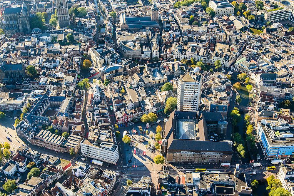 Nederland, Utrecht, Gemeente Utrecht, 30-09-2015; Neude met voormalige hoofdpostkantoor, Oudegracht.<br /> Downtown Utrecht, city centre.<br /> luchtfoto (toeslag op standard tarieven);<br /> aerial photo (additional fee required);<br /> copyright foto/photo Siebe Swart