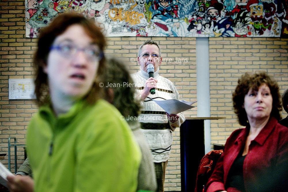 Nederland, Amsterdam , 29 november 2009..Cordaan, een grote zorgaanbieder in Amsterdam e/o, kwam recent meermaals negatief in het nieuws. Niet zomaar, zo blijkt. Er werden meldpunten opgezet door derden. Een groep cliënten, verwanten en medewerkers van Cordaan heeft vervolgens de handen ineen geslagen om tot actie te komen..Om 15.00 uur willen wij, een groep bezorgde cliënten, verwanten en .werknemers van Cordaan, plannen presenteren voor betere zorg en een betere werkomgeving bij Cordaan tijdens een bijeenkomst in Nova College Amsterdam. .Er wordt een manifest openbaar gemaakt en er komen diverse sprekers.