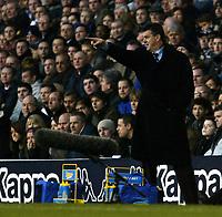Photo: Chris Ratcliffe.<br />Tottenham Hotspur v Aston Villa. The Barclays Premiership. 21/01/2006.<br />David O'Leary tries to urge his team on.