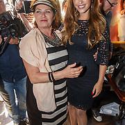 NLD/Amsterdam/20150604 - Boekpresentatie Xelly Cabau van Kasbergen, zwangere Yolanthe Cabau van Kasbergen en haar moeder Richarda van Kasbergen