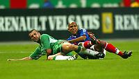 Fotball<br /> VM-kvalifisering<br /> 09.10.2004<br /> Foto: BPI/Digitalsport<br /> NORWAY ONLY<br /> <br /> Frankrike v Irland 0-0<br /> <br /> Roy Keane of Republic of Ireland (L) and Olivier Dacort lay together after the challenge
