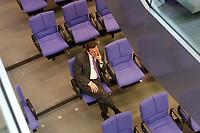 13 FEB 2003, BERLIN/GERMANY:<br /> Gerhard Schroeder, SPD, Bundeskanzler, sitzt allein in den hinteren Reihen der SPD Bundestagsfraktion, Bundestagsdebatte zur Regierungserklaerung des BK zur aktuellen internationalen Lage, Plenum, Deutscher Bundestag <br /> IMAGE: 20030213-01-084<br /> KEYWORDS: Gerhard Schröder