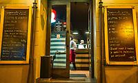 Prague, la ville aux mille tours et mille clochers, n'a pas seulement inspire Andre Breton et les surrealistes. Chaque annee, la belle Tcheque seduit des millions d'admirateurs du monde entier. Monuments, façades et statues racontent une histoire mouvementee ou planent les ombres du Golem, de Mucha ou de Kafka.<br /> Depuis 1992, le centre ville historique est inscrit sur la liste du patrimoine mondial par l'UNESCO<br /> Stare Mesto