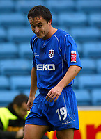 Fotball<br /> England 2004/2005<br /> Foto: BPI/Digitalsport<br /> NORWAY ONLY<br /> <br /> Millwall v West Ham United<br /> Coca Cola Championship. 21/11/2004.<br /> Millwall captain Dennis Wise, comes under fire from thrown coins