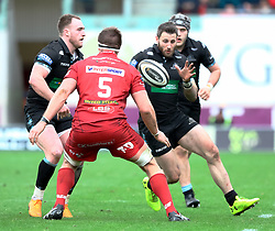 Glasgow Warriors' Stuart Hogg passes to with team-mate  Tommy Seymour<br /> <br /> Photographer Simon King/Replay Images<br /> <br /> Guinness PRO14 Round 19 - Scarlets v Glasgow Warriors - Saturday 7th April 2018 - Parc Y Scarlets - Llanelli<br /> <br /> World Copyright © Replay Images . All rights reserved. info@replayimages.co.uk - http://replayimages.co.uk