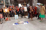 Her Majesty the queen and members of the royal family celebrate Saturday 29 April 2006 Queensday in the province flevoland in the cities  Zeewolde and almere.<br /> <br /> Hare Majesteit de Koningin en leden van de Koninklijke Familie vieren zaterdag 29 april 2006 Koninginnedag mee in de provincie Flevoland en wel in Zeewolde en Almere.<br /> <br /> On the Photo / Op dce foto: <br /> Queen Beatrix and major Jorritsma look with George Geutjes the portrait paints of CKV (centre artistic shaping) in almere<br /> <br /> Koningin Beatrix en burgemeester Jorritsma bekijken samen met George Geutjes het portret schilderen van CKV (Centrum Kunstzinnige Vorming) in Almere.