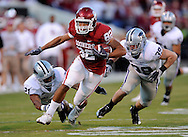 NORMAN, OK - OCTOBER 31:  Tight end James Hanna #82 of the Oklahoma Sooners rushes up field past defenders Troy Butler #21 and John Houlik #39 of the Kansas State Wildcats in the first quarter on October 31, 2009 at Gaylord Family Oklahoma Memorial Stadium in Norman, Oklahoma.  (Photo by Peter G. Aiken/Getty Images)