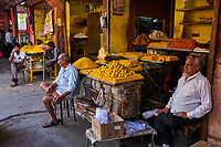 Inde, Rajasthan, Jaipur, boutique de patisserie // India, Rajasthan, Jaipur, pastry shop