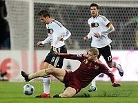 Fotball<br /> Russland v Tyskland<br /> Foto: Witters/Digitalsport<br /> NORWAY ONLY<br /> <br /> 10.10.2009<br /> <br /> v.l. Miroslav Klose, Pavel Pogrebnyak Russland<br /> WM-Qualifikation Russland - Deutschland 0:1