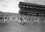 Neg No: A782/42803-04288...10081958AISHCSF.10.08.1958...All Ireland Senior Hurling Championship - Semi-Final..Tipperary.01-13.Kilkenny.01-08...