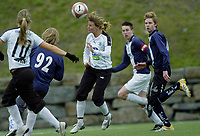 Kristin Stundal, Asker. Asker spiller i gutteserie i tillegg til 1. divisjon kvinner for å få god nok matching. G16 1. divisjon - avd. 1. Asker - Ready 3-3. 28. april 2006. (Foto: Peter Tubaas/Digitalsport)