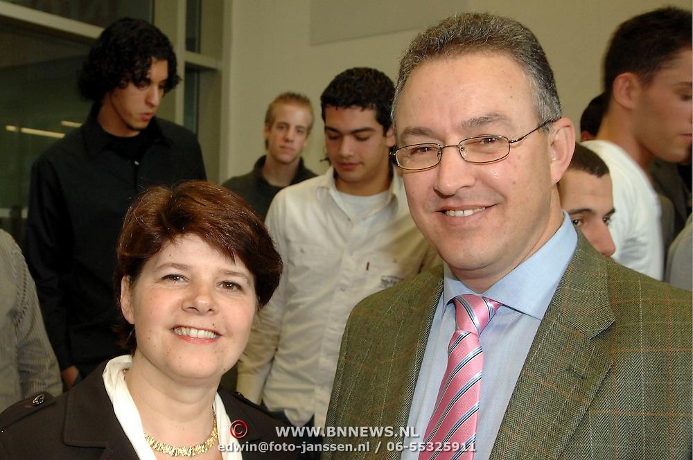 NLD/Amsterdam/20070308 - Presentatie KRO programma Teams Up, Marja van Bijsterveldt samen met Ahmed Aboutaleb
