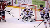 Ishockey , Get - ligaen ,<br /> Kvartfinale 5/7<br /> 12.03.2012 <br /> Kristins Hall<br /> Lillehammer I.K  v Sparta Sarpsborg    4-2<br /> Foto:Dagfinn Limoseth  -  Digitalsport<br /> Stefan Sjødin  , Lillehammer , Phil Osear og Eric Olimb , Sparta
