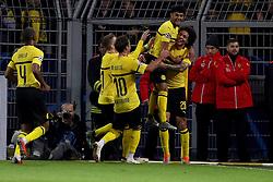 Dortmund, Signal Iduna Park, 24.10.18, Champions League:.Borussia Dortmund - Atletico Madrid..Bild: Jubel bei Axel Witsel (Dortmund) nach seinem Tor zum 1:0......Gemäß den Vorgaben der DFL Deutsche Fußball Liga ist es untersagt, in dem Stadion und/oder vom Spiel angefertigte Fotoaufnahmen in Form von Sequenzbildern und/oder videoähnlichen Fotostrecken zu verwerten bzw. verwerten zu lassen. // DFL regulations prohibit any use of photographs as image sequences and/or quasi-video. (Credit Image: © Joachim Bywaletz/Xinhua via ZUMA Wire)