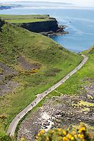 BUSMILLS - De Giant's Causeway is een rotsformatie aan de noord-oostkust van Noord-Ierland  die bestaat uit zo'n 40.000 basalt-zuilen. De formatie staat sinds 1986 op de Werelderfgoedlijst van UNESCO. De rotsen zouden zijn ontstaan bij een vulkaanuitbarsting, zo'n 60 miljoen jaar geleden. De locatie is de meest bezochte toeristische attractie van Noord-Ierland. COPYRIGHT KOEN SUYK